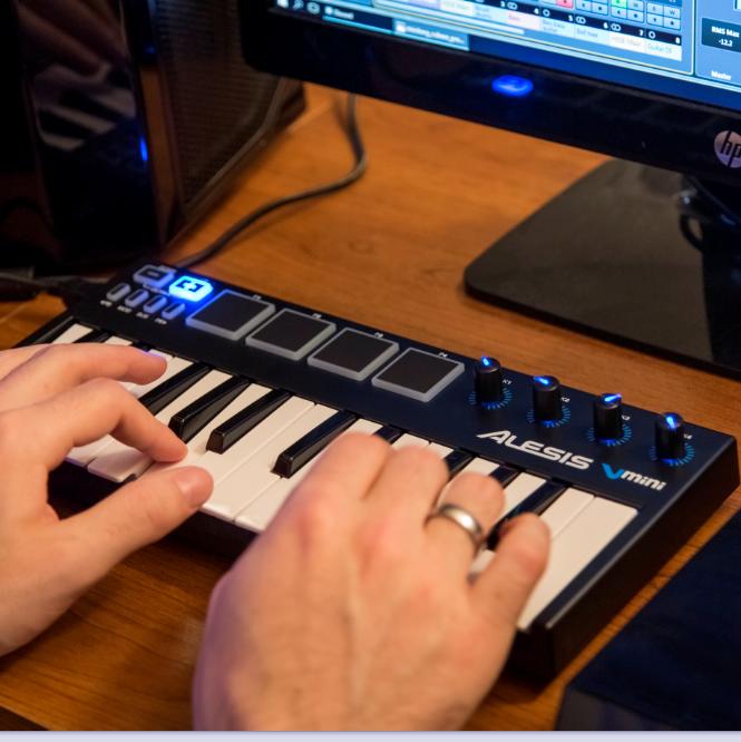 alesis v mini 25 mini key ultra portable usb midi keyboard drum pad controller. Black Bedroom Furniture Sets. Home Design Ideas