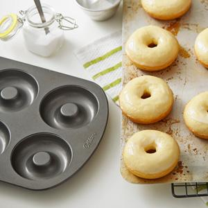 Amazon Com Wilton Nonstick 6 Cavity Donut Pan Novelty