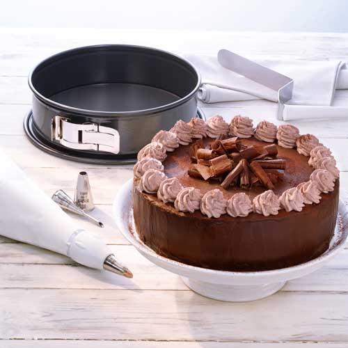 Amazon.com: Kaiser Bakeware LaForme Plus 10-Inch Springform Pan ...