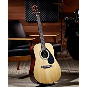 yamaha gigmaker beginners deluxe acoustic guitar starter accessories kit. Black Bedroom Furniture Sets. Home Design Ideas