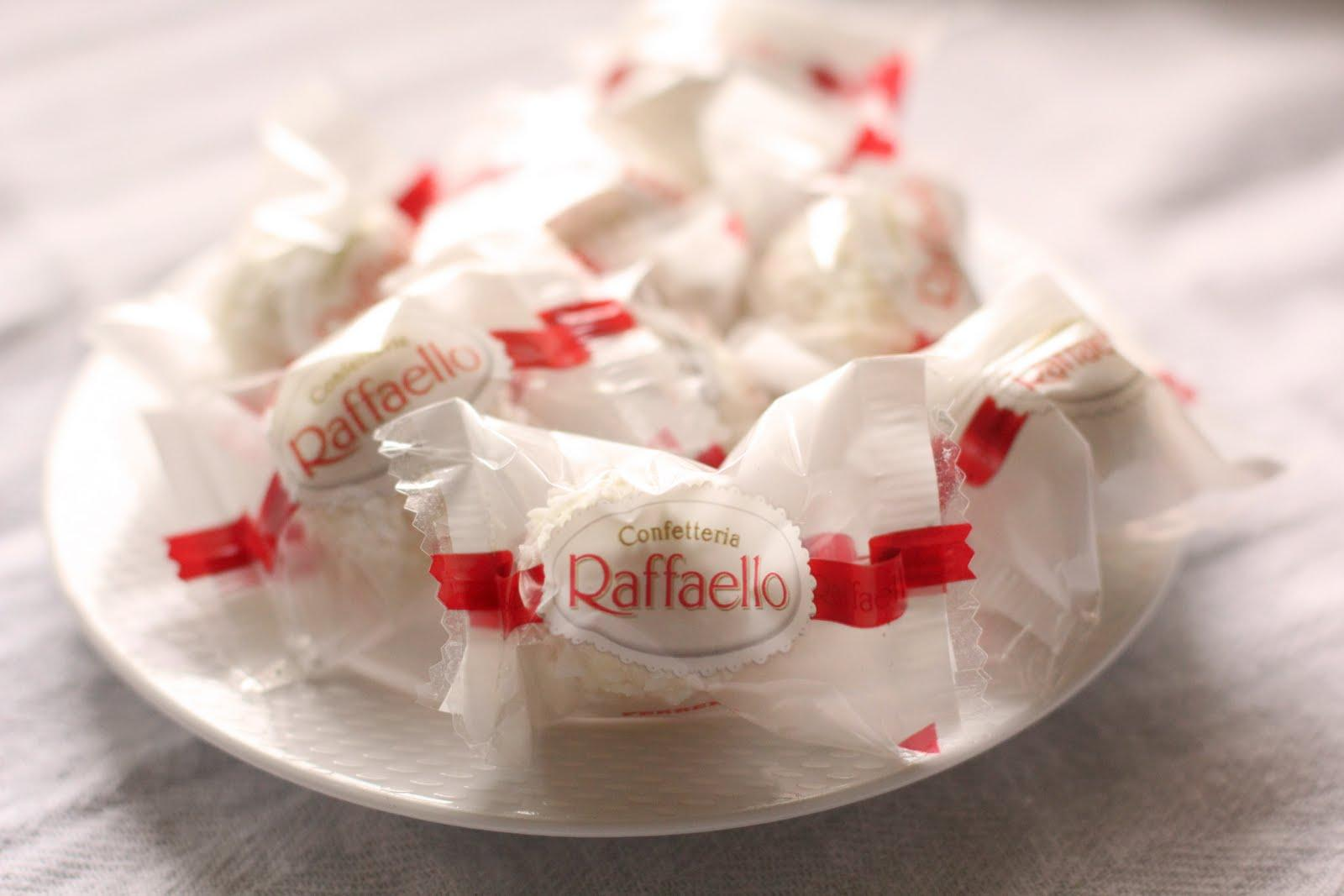 Amazon.com : Ferrero Raffaello, 15 Count (Pack of 6) : Chocolate And
