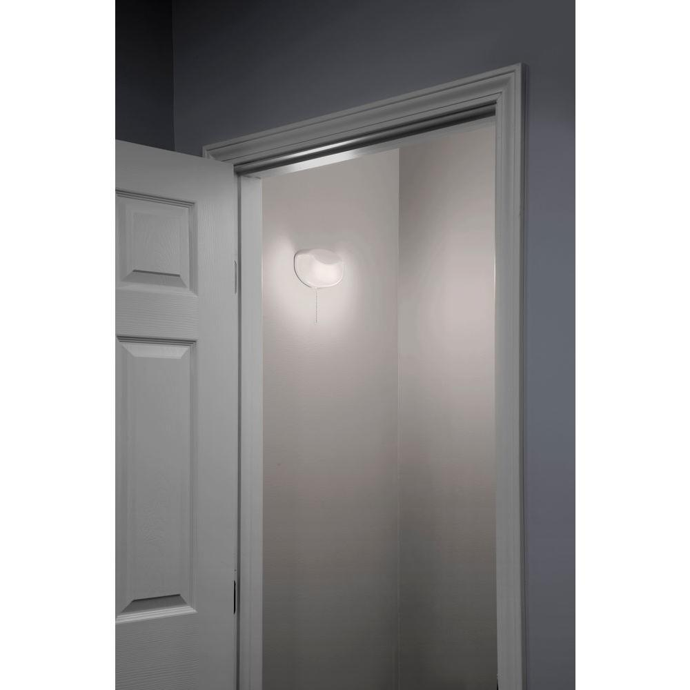 Amazon.com: Lithonia Lighting FMMCL 24 840 S1 M4 LED Flush Mount Closet Light with Pull Chain ...