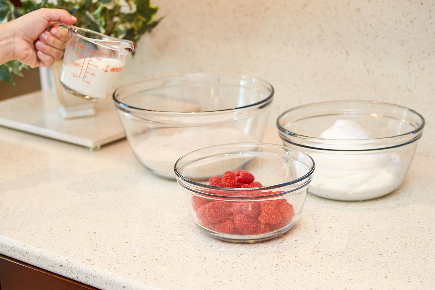 anchor hocking glass food prep and mixing bowls with lids red 6 piece set mixed. Black Bedroom Furniture Sets. Home Design Ideas