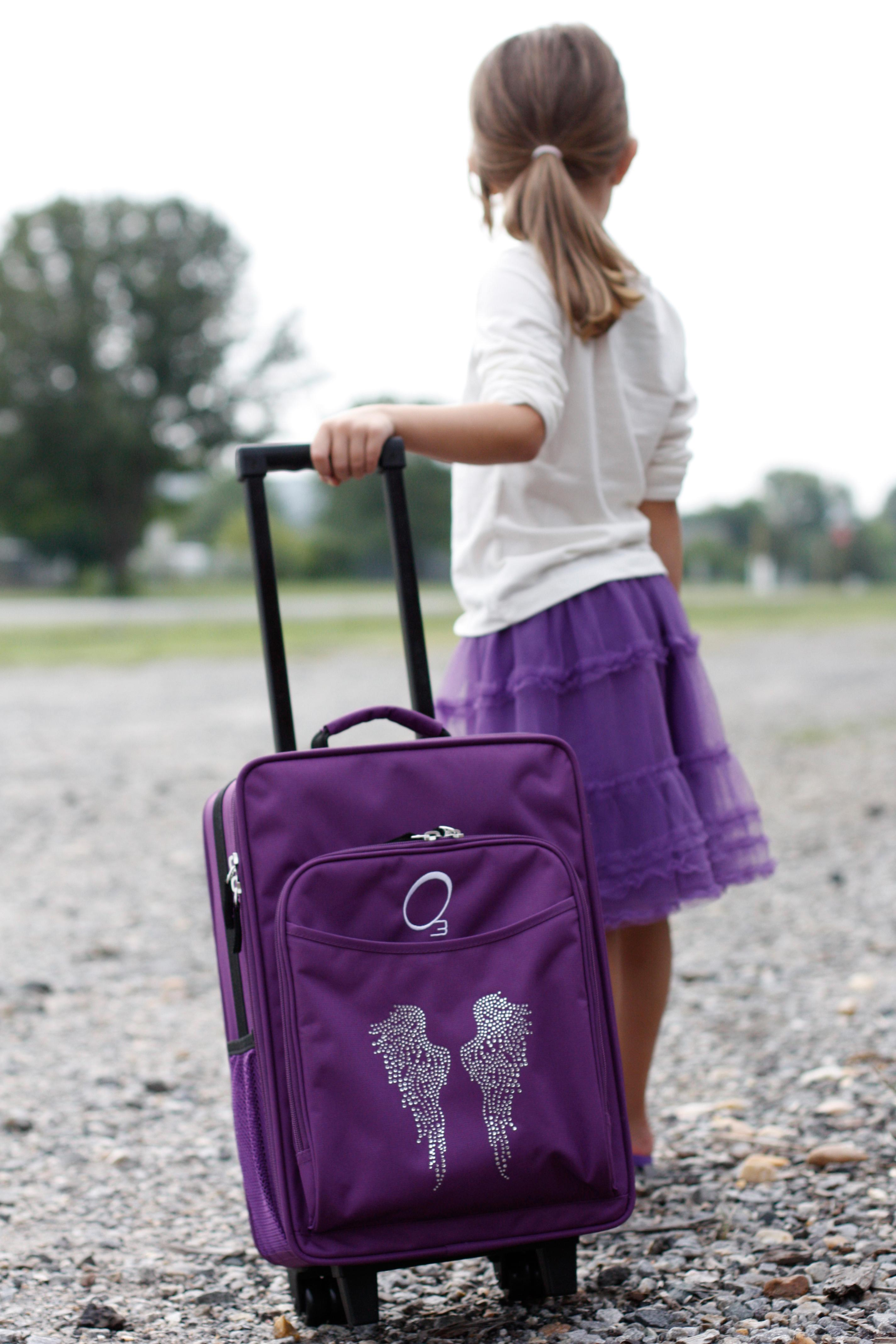 Amazon.com: Obersee Kids Rolling Luggage with Integrated Snack ...