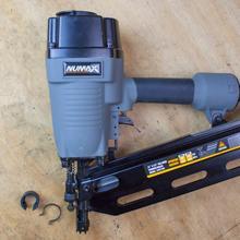depth adjust, air exhaust, adjust, adjustable, features, no-mar, air filter, anti dust, nailing