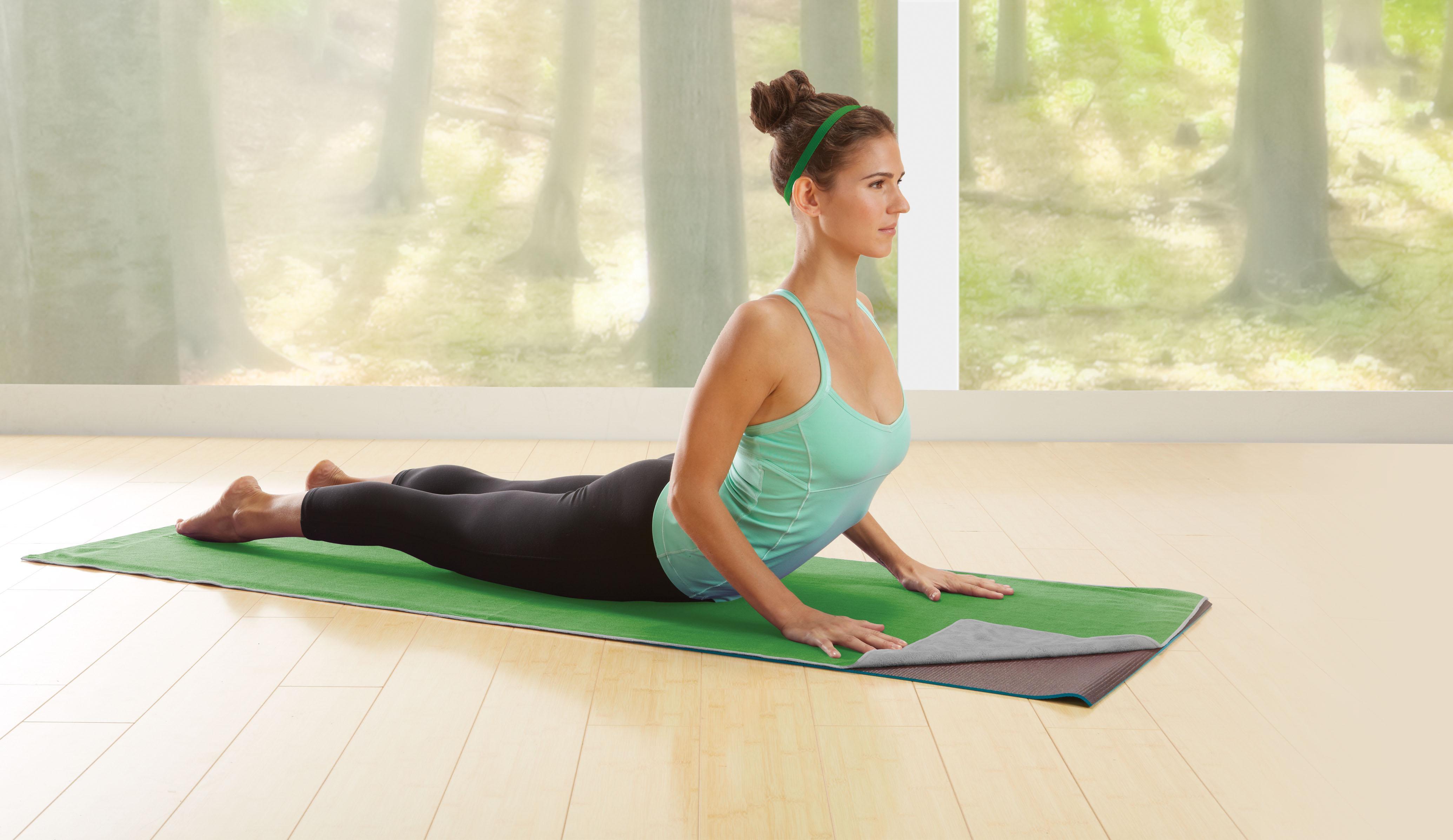 Amazon Com Gaiam Dual Grip Yoga Mat Towel Green Vine