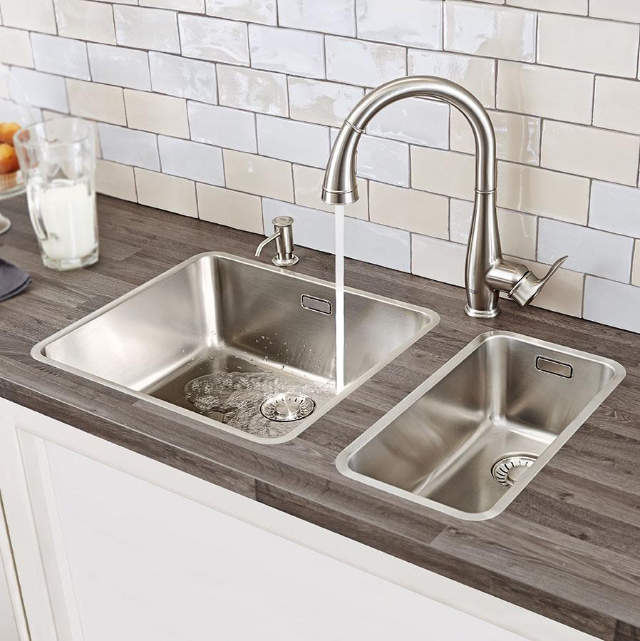 parkfield single handle pull down kitchen faucet amazon com view larger simplicity and elegance are seamlessly fused in the parkfield pull down spray head kitchen faucet