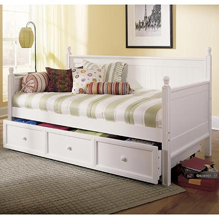 Amazon Com Casey Ii Wood Daybed With Ball Finials And Roll Out Trundle Drawer White Finish