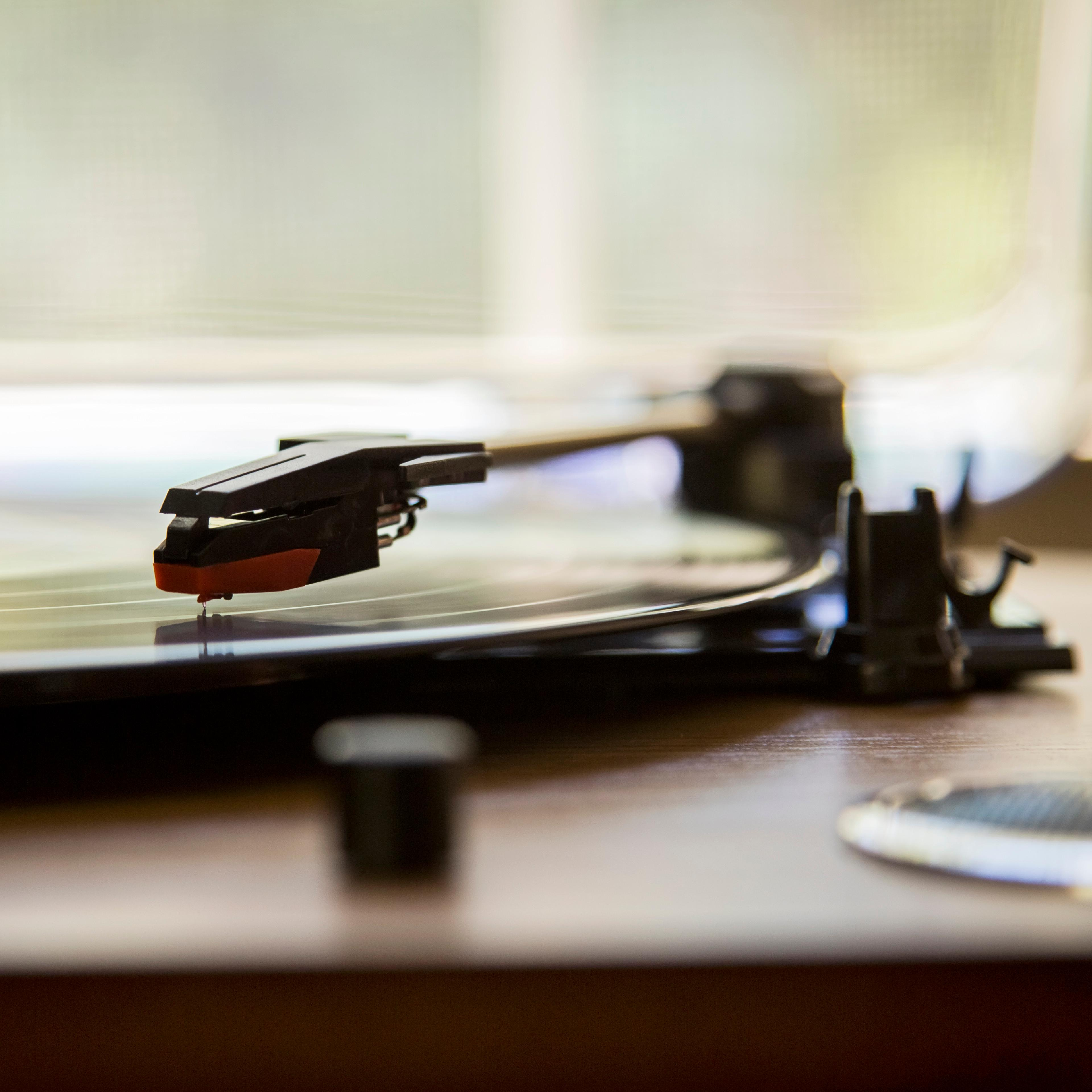 Amazon.com: ION Audio Max LP  3-Speed Belt Drive Turntable with Built