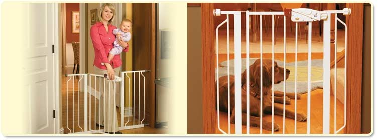 Regalo Easy Step Extra Wide Walk-Through Gate Lifestyle Shot