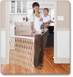 Amazon Com Munchkin Wide Spaces Expanding Gate Light Wood