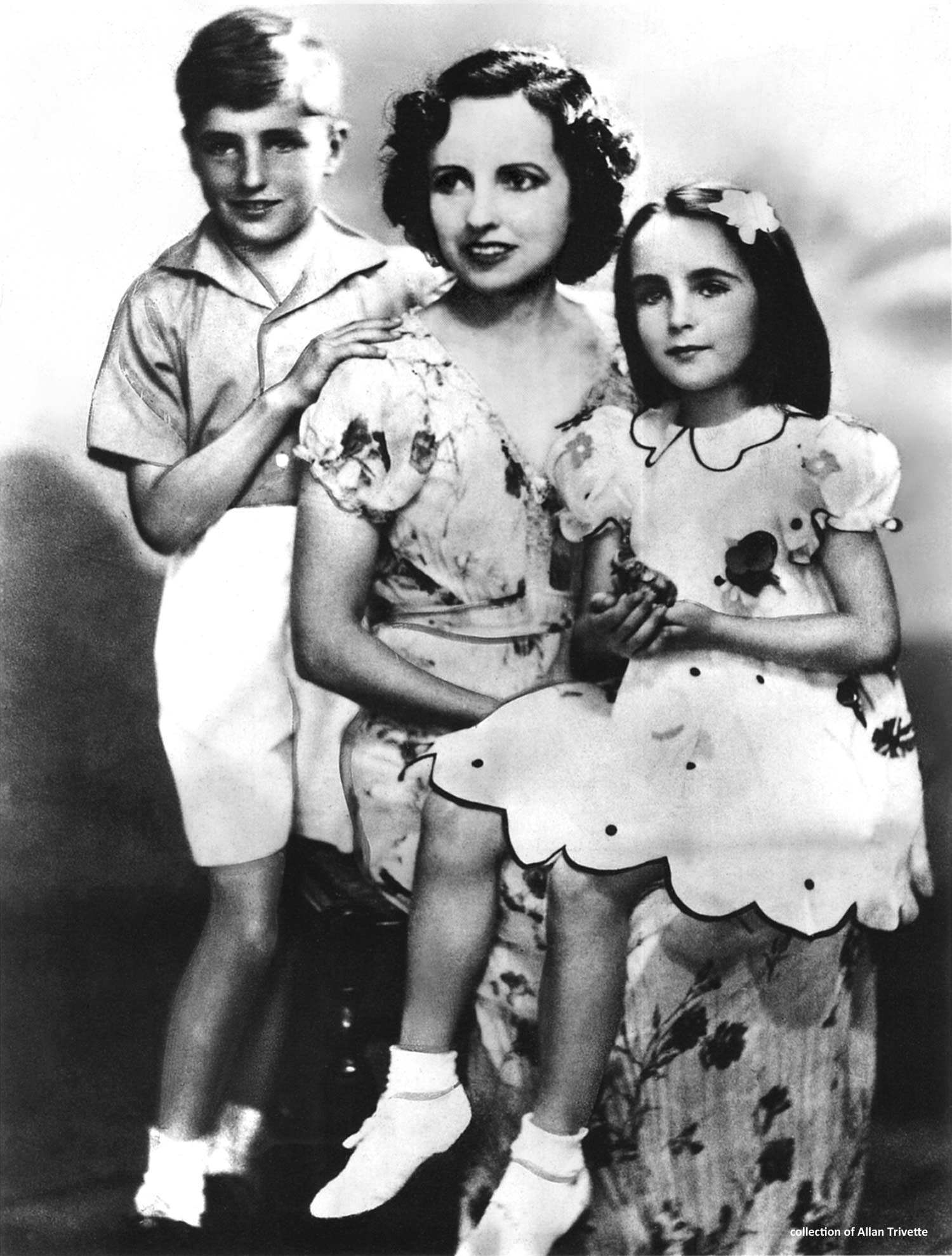 1939: Elizabeth with her mother Sara, and brother Howard