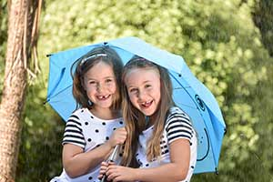 Photo of girls under umbrella, shot with AF-P DX NIKKOR 70-300mm f/4.5-6.3G ED showing Nikon quality