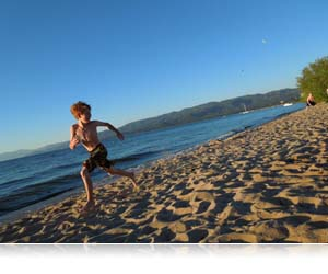 COOLPIX L610 photo of kid running on beach