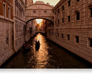 COOLPIX P7700 photo of low light Venice canal scene