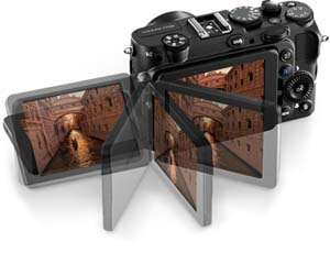 Photo of the COOLPIX P7700 and its Vari-angle display