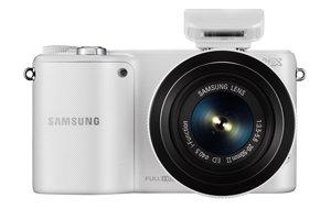 Samsung NX2000 (with bundled 20-50mm lens) Product Shot