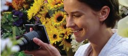 Shoot and enjoy images thru the smartphone's large LCD screen3