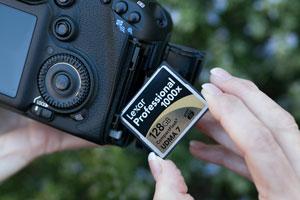 1000x CompactFlash in camera