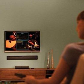Bose Lifestyle 135 - A woman watching TV