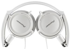 The Pioneer SE-MJ21 headphones folded