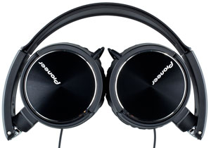 The Pioneer SE-MJ71 headphones
