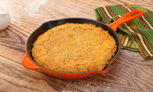 Amazon Com Le Creuset Enameled Cast Iron 10 1 4 Inch Skillet With