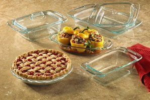 A great addition to any kitchen the easy grab clear glass set lets you easily keep an eye on how your cakes breads casseroles and more are cooking up. & Amazon.com: World Kitchen-pyrex/corelle 1085800 \