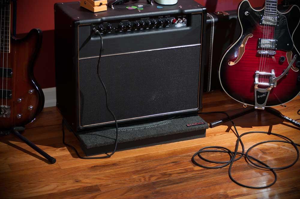 auralex gramma guitar amplifier acoustic isolation platform musical instruments. Black Bedroom Furniture Sets. Home Design Ideas