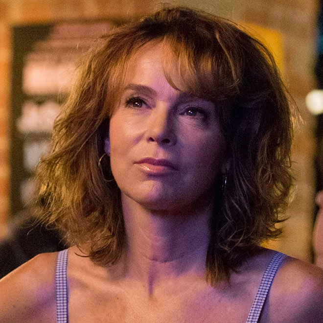 Jennifer Grey Takes Us Back To The '80s In 'Red Oaks