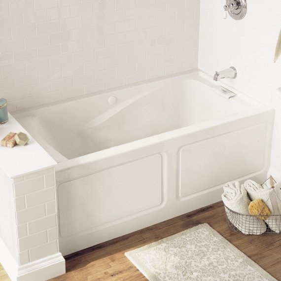 Lifestyle Picture Of The American Standard Evolution Bathtub.