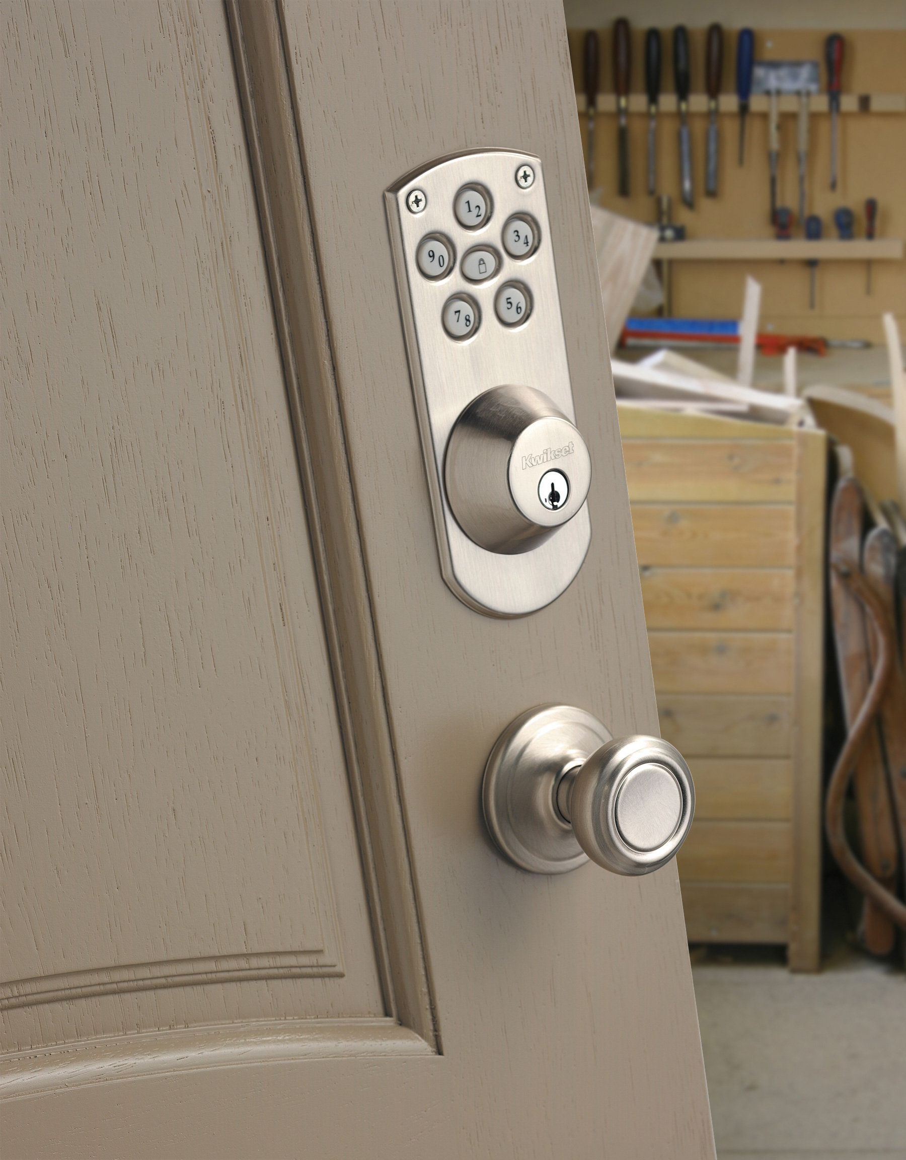 Kwikset 907 Powerbolt Electronic Deadbolt featuring SmartKey in ...