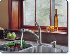 Delta Palo Single-Handle Pull-Out Kitchen Faucet with Soap Dispenser