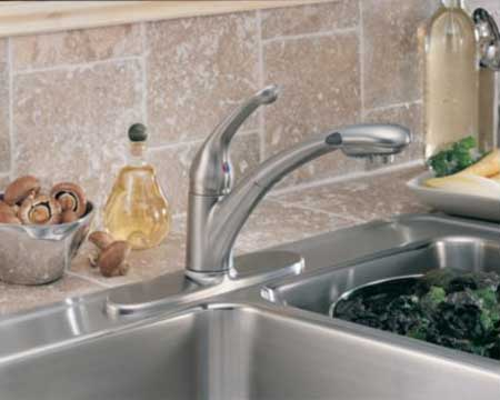 Delta 470-Wh-Dst Signature Single Handle Pull-Out Kitchen Faucet