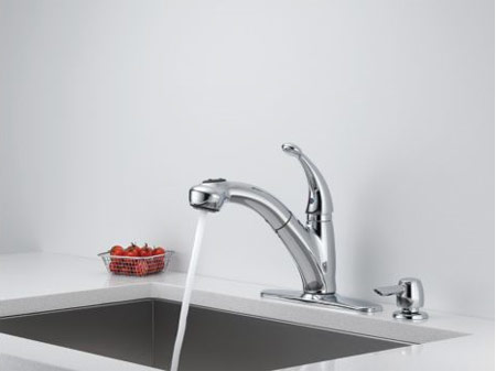Attirant Delta Cicero Single Handle Pull Out Kitchen Faucet With Soap Dispenser