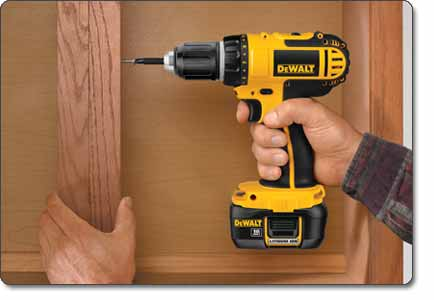 DEWALT DCD760KL 1/2-Inch 18-Volt Cordless Compact Lithium-Ion Drill/Driver Kit
