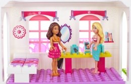 Barbie and Nikki inside the Beach House