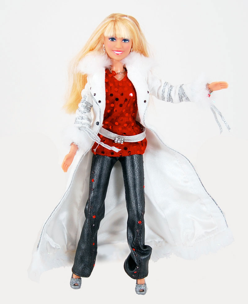 View larger. - Amazon.com: Hannah Montana Holiday Singing Doll: Toys & Games