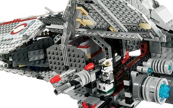 Amazon.com: LEGO Star Wars Venator-class Republic Attack Cruiser ...