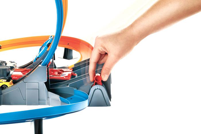 hot wheels mega loop mayhem trackset toys games. Black Bedroom Furniture Sets. Home Design Ideas