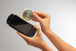 Demonstration of how UMD discs work with the PSP-3000