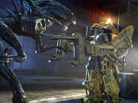 Battling an attacking alien queen using a powerloader in Aliens: Colonial Marines