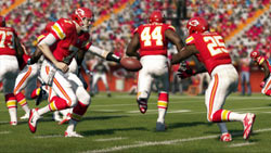 A draw play at the line of scrimmage in Madden NFL 13