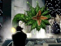 Battling a plant like alien in Men In Black: Alien Crisis