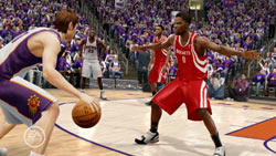 Aaron Brooks matching up with Steve Nash at the top of the key in 'NBA LIVE 10'
