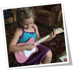 Loog Mini Acoustic Guitar for Children and Beginners, (Pink) cardfolio2
