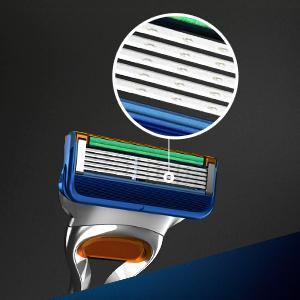 Gillette Fusion razor blades zoom
