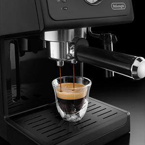 Espressomaschine unter 200 Euro: De'Longhi ECP31.21 mit professionellen Espresso-Siebträgerhalter