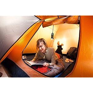 Die Akku-Lampe WorkLight eignet sich auch als Zeltleuchte beim Campen.