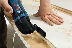 Der Multi-Cutter GOP 250 CE Professional von Bosch ermöglicht ein präzises Trennen und Schneiden.